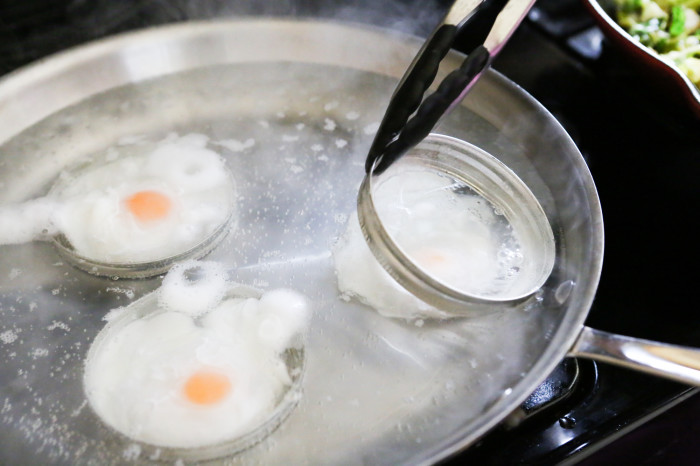 poached eggs with mason jar lids