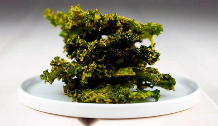 Cheesy Turmeric + Garlic Kale Chips Recipe