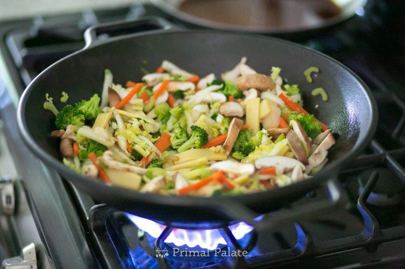 Chinese Stir Fry Lodge Cast Iron Wok-2