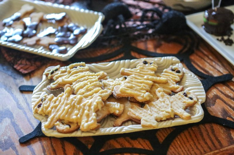 Black and White Bones / Mummy Cookies Recipe